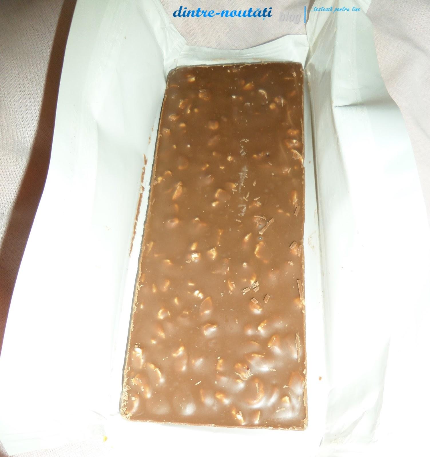 Ciocolată cu lapte și alune