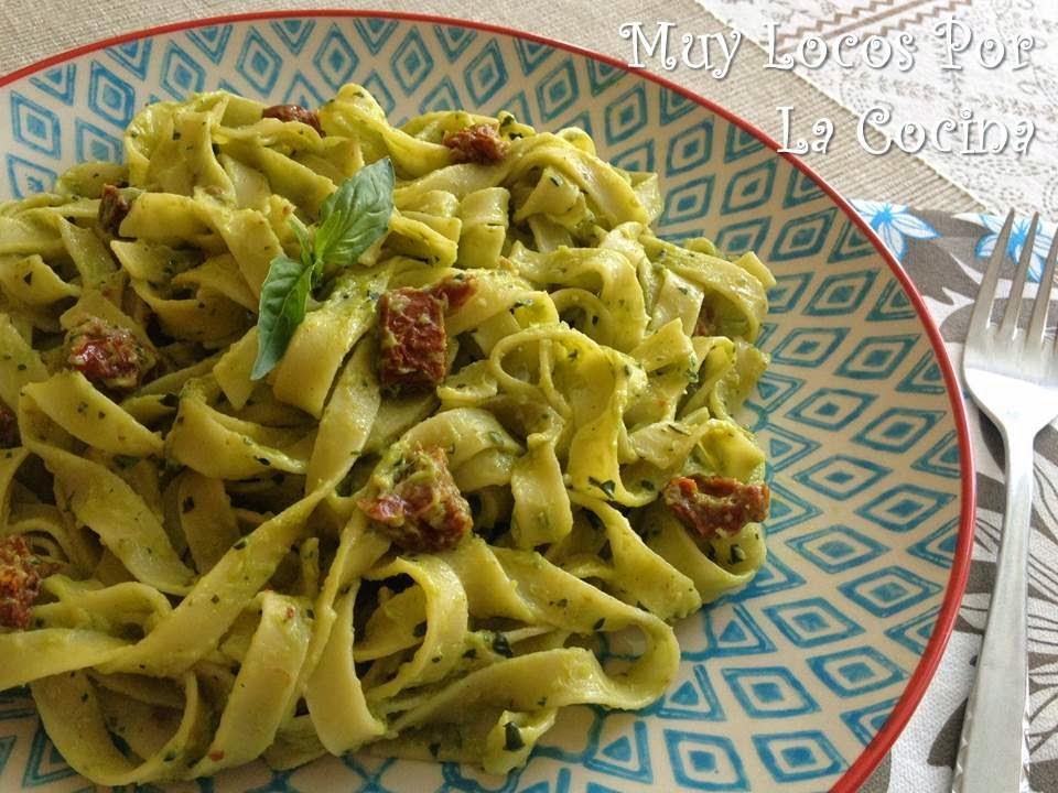 Muy Locos Por La Cocina: Fettuccine con Pesto de Aguacate y Tomates ...