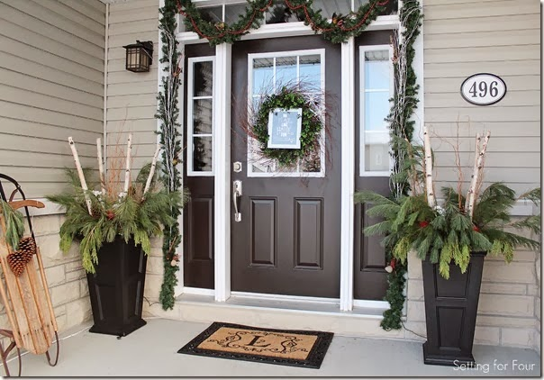 christmas-greenery-porch-decorating