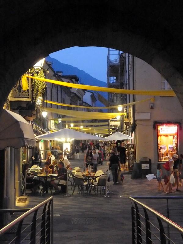 Aoste Aosta Italie vestiges romains porte prétorienne pretoriane rue