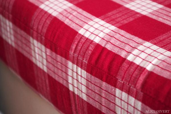 aliciasivert, alicia sivert, alicia sivertsson, tyg, fabric, rödvitrutigt, rutigt, rött, röd, säng, madrass, överdrag, sy