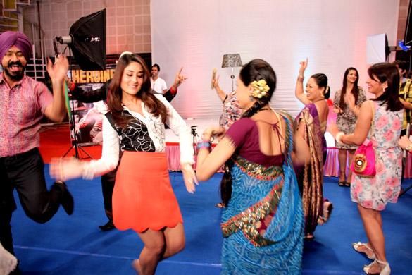 Kareena visits the sets of 'Taarak Mehta Ka Ooltah Chashmah' Taarak Mehta Ka Ooltah Chashmah Bapuji