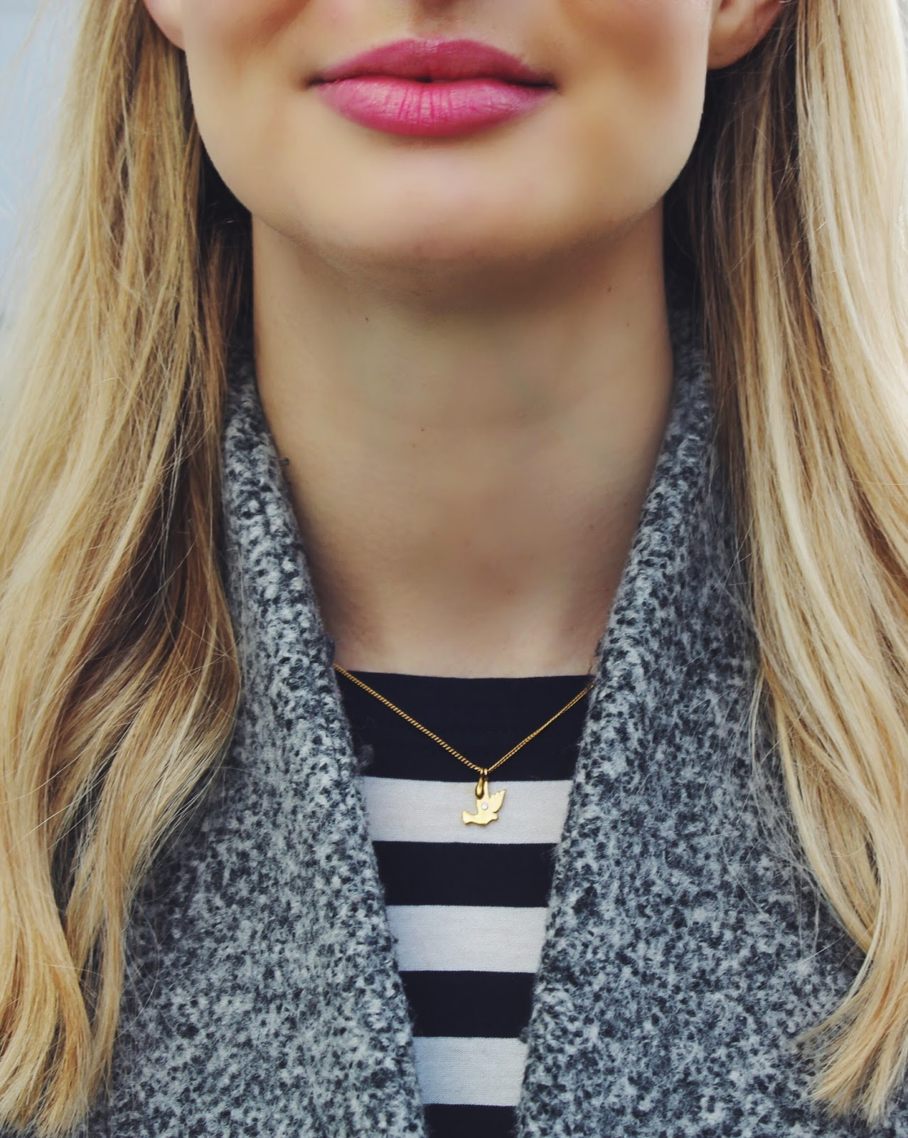 gold necklace, tiny necklace, dainty necklace, dove necklace, sara hartley necklace, pink lips, pink lipstick, burberry lipstick