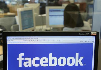 الأمن الامريكي يراقب فيسبوك و تويتر