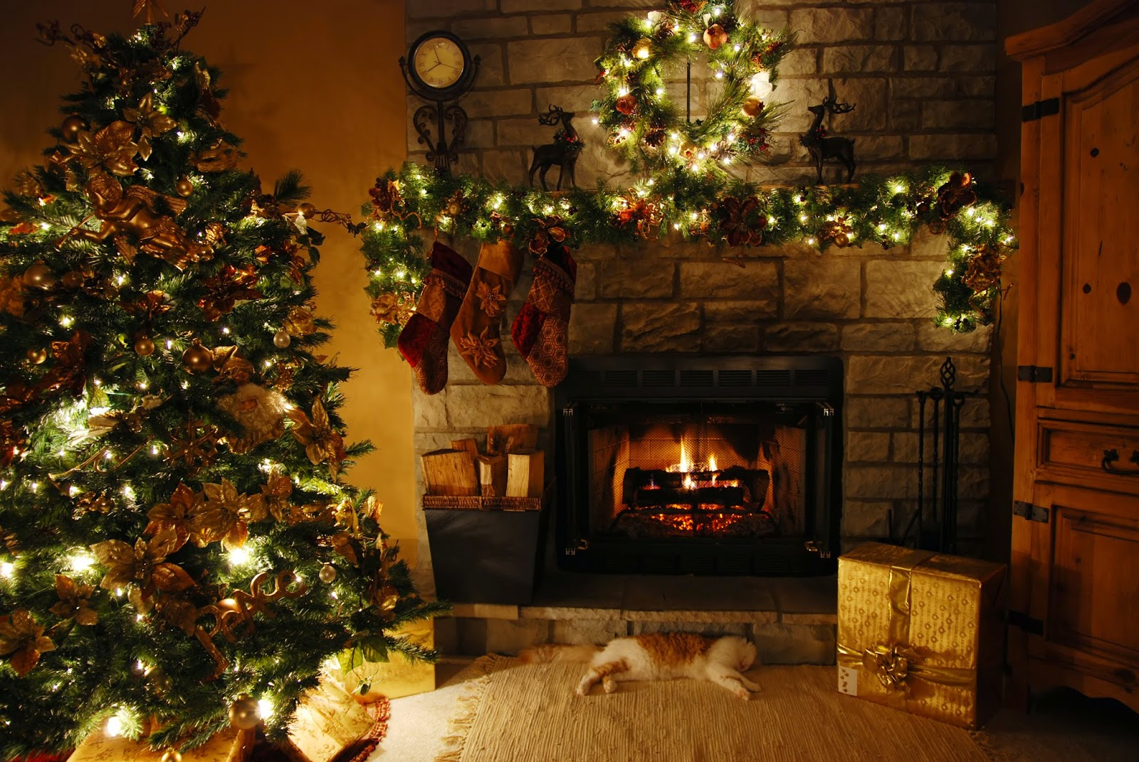 Christmas-fire-place-mantel-decoration-with-stockings-ornament-wallpaper-HD-pictures.jpg