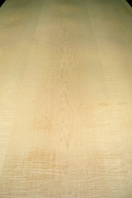 High Figure Premium Flat Cut Curly Maple Veneer.