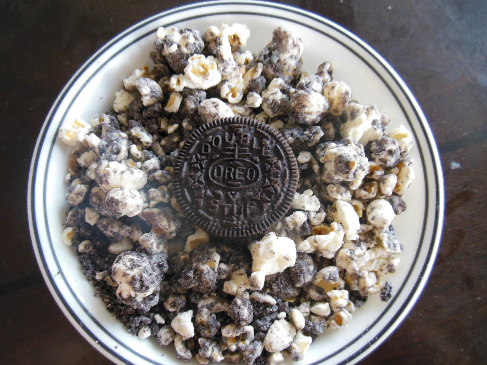 Sadie's Kitchen Adventures: Cookies and Cream Popcorn