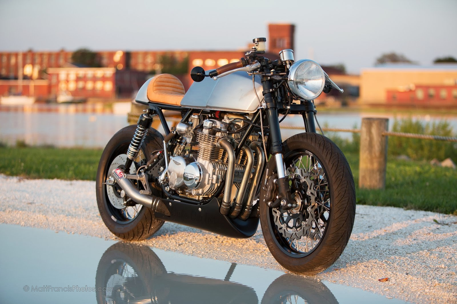 cb 550 cafe racer rocketgarage cafe racer magazine. Black Bedroom Furniture Sets. Home Design Ideas