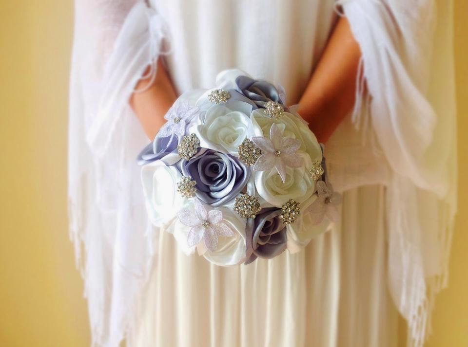 Bridal rose bouquet with lace flowers