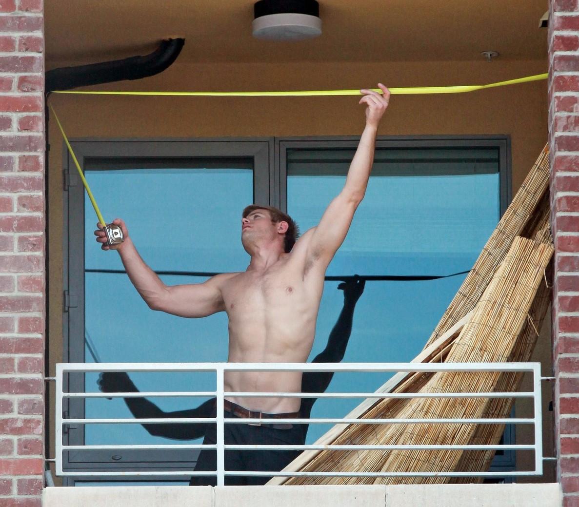 Celebrities posing nude