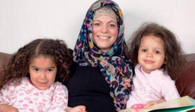Kisah wanita pecinta pesta masuk islam