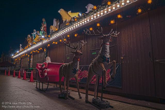 赤レンガ倉庫 クリスマスマーケット トナカイに乗ったサンタクロース