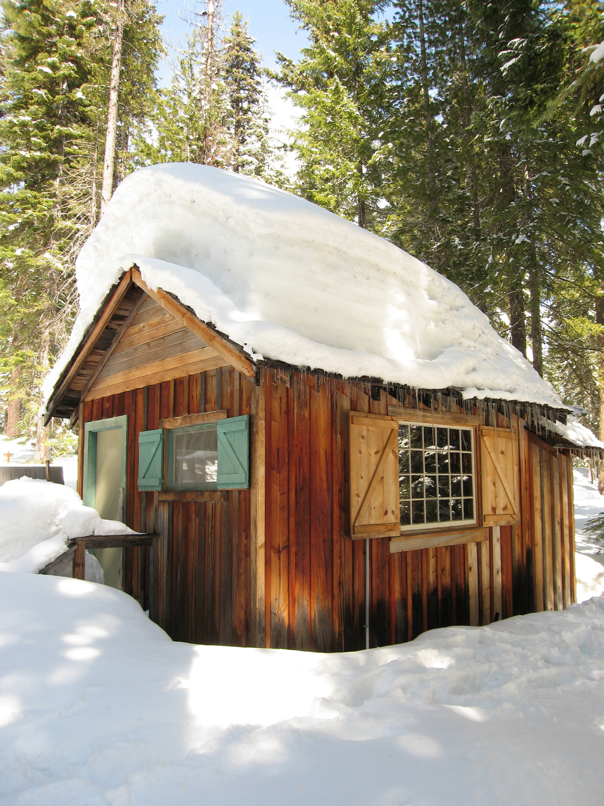 Lloyd s blog small cabin deep snow for Cabin in the woods oregon