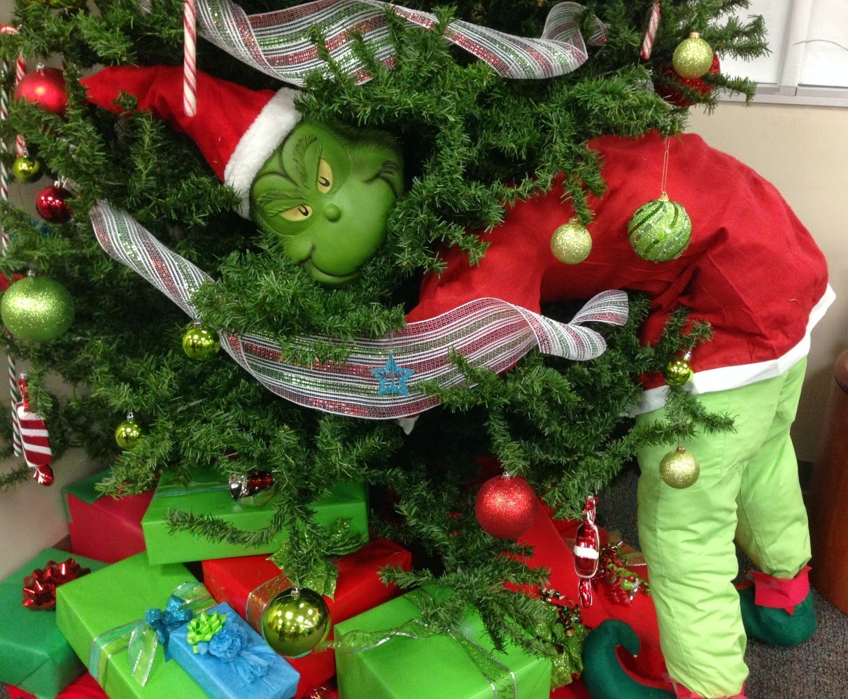 how the grinch didnt spoil christmas - The Grinch Themed Christmas Decorations