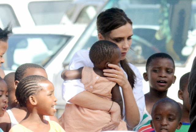 Imagen de Victoria Beckham es toda humanitaria