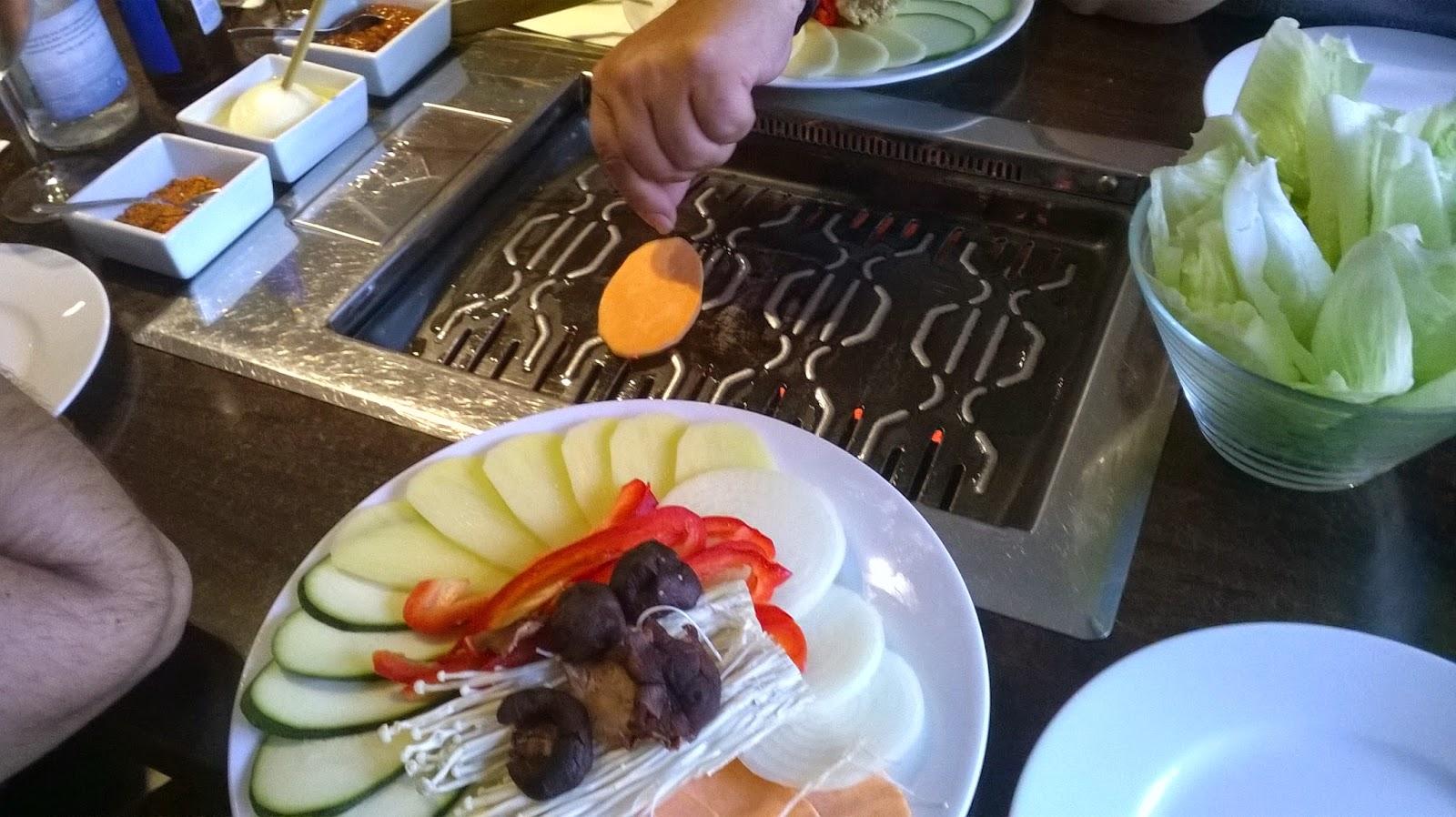 Barbacoa oriental en restaurante Tou Hou