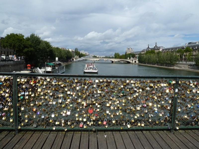 Kris of paris les cadenas de l 39 amour du pont des arts - Le pont de lamour a paris ...