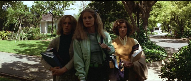 Laurie (Jamie Lee Curtis), Lynda (P.J. Soles) and Annie (Nancy Loomis) in HALLOWEEN (1978)