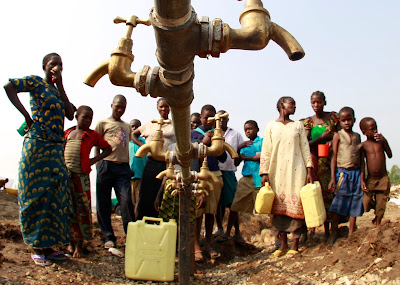 Congo-refugees-water.jpg