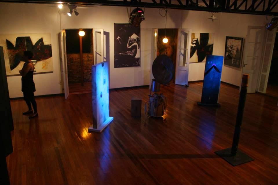 Para la Muestra Entre Luces y Sombras - Espacio Utaki Magyko