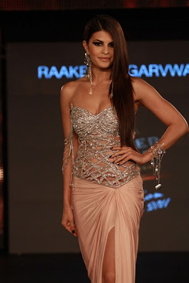Hot Jacqueline Fernandez Cat Walks At The BPFT 2011