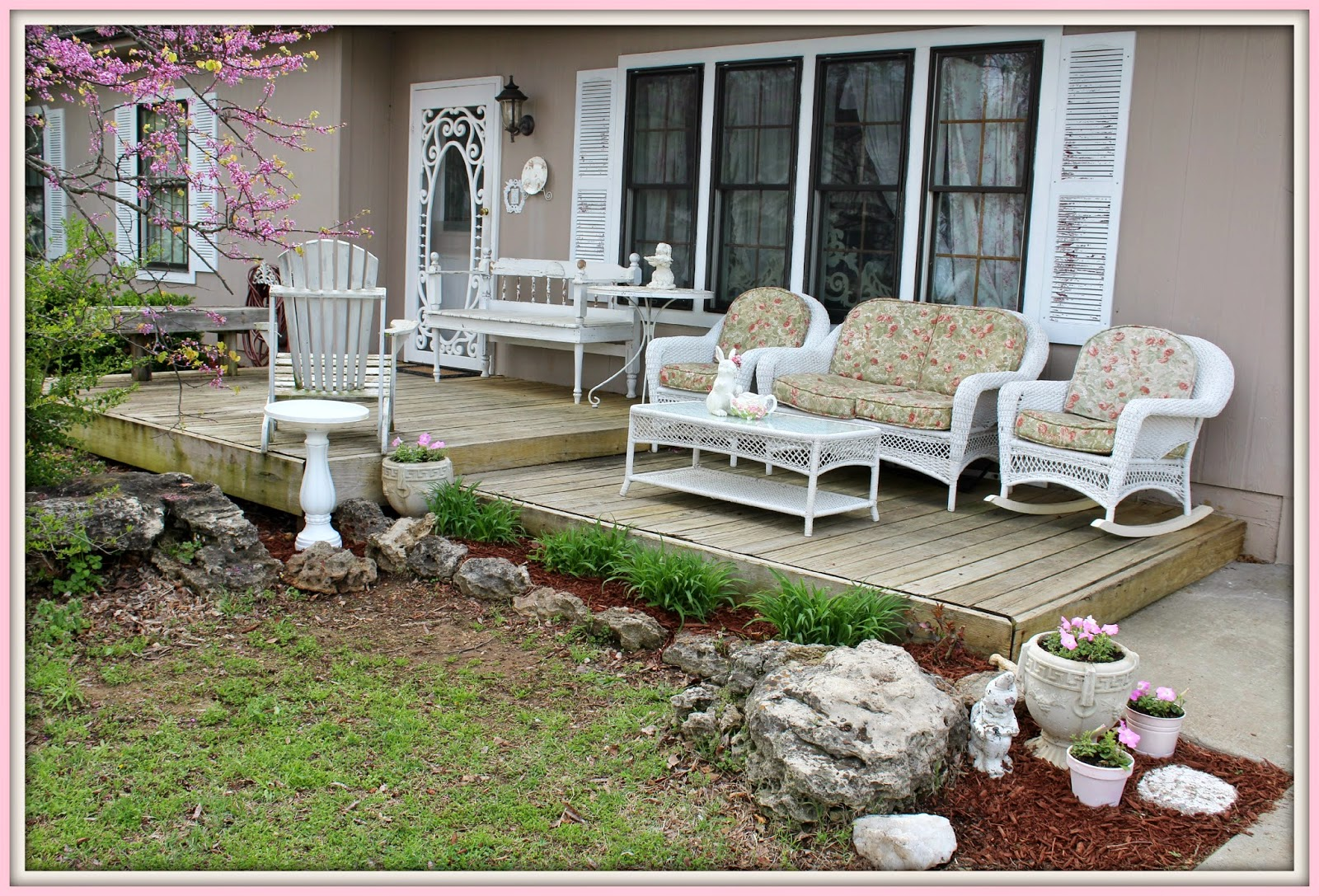 Olivia 39 s romantic home shabby chic front porch for Shabby chic porch ideas