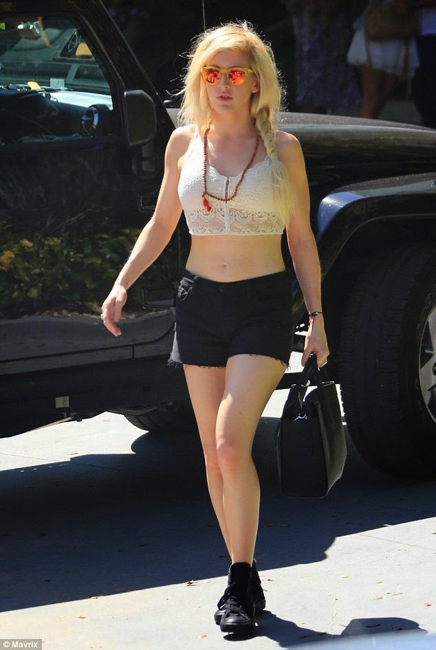 Ellie Goulding wows in another midriff-bearing outfit as she leaves hotel to perform at Sunfest