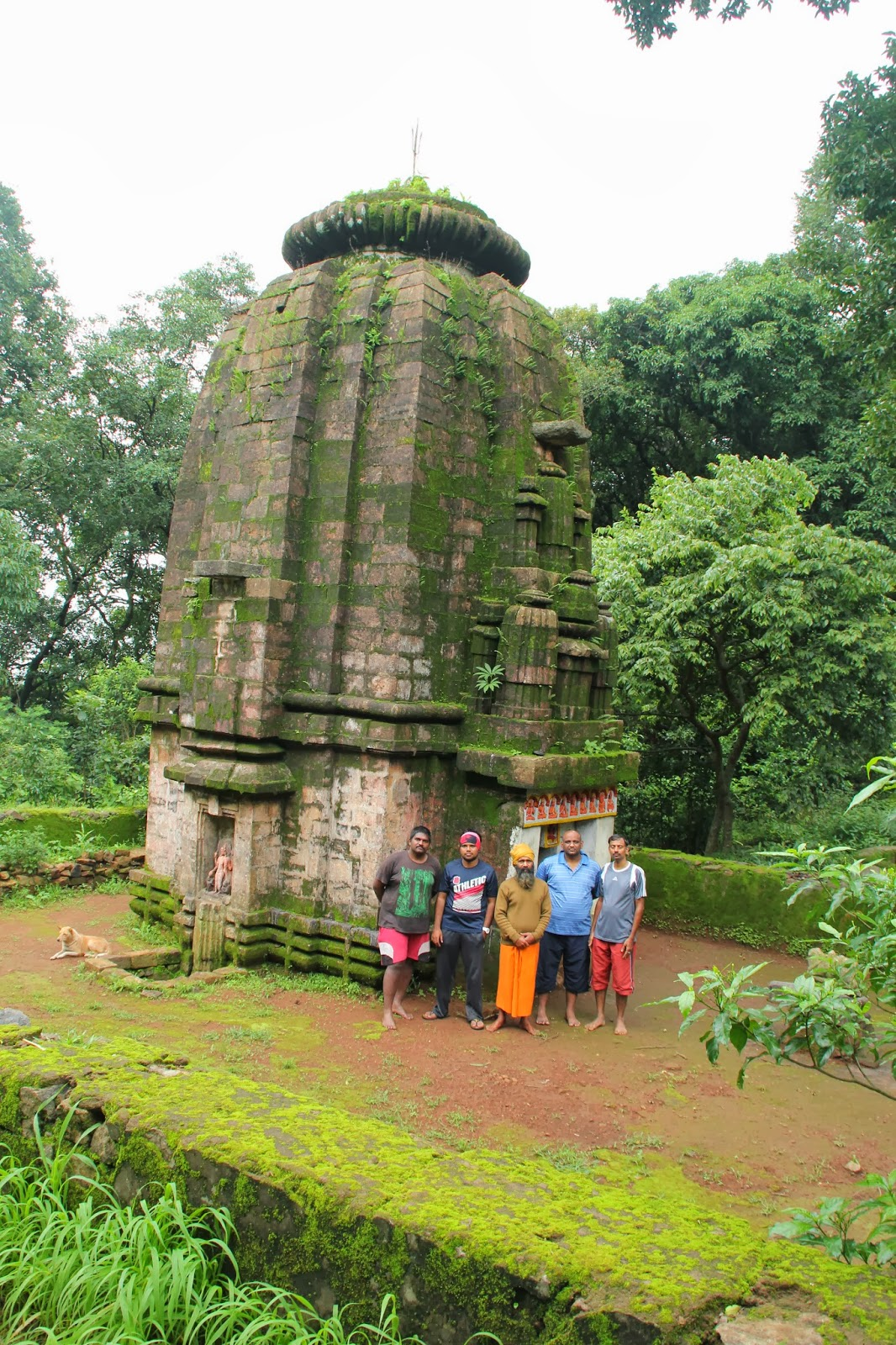 Group pic at Kunti temple on Mahendragiri
