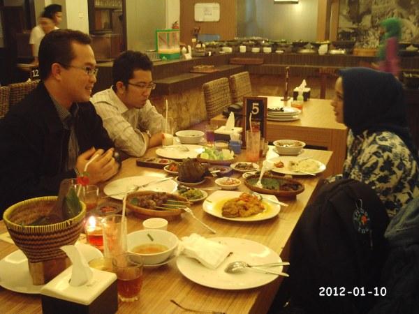 Dekan FEMA IPB Dr. Arif Satria, Prima Gandhi HMI Bogor, Maafkanlah, Marissa Haque & Ikang Fawzi