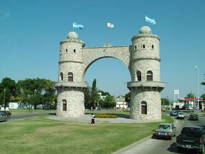 Còrdoba è un importante centro industriale, ma mantiene molti dei suoi edifici storici risalenti all'epoca coloniale.