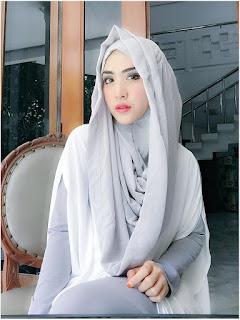 Contoh Hijab Modern ala April Jasmine