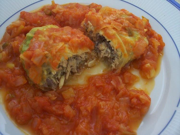 Pimiento amarillo rollitos de col repollo rellenos de carne en salsa de tomates - Salsa para relleno de carne ...