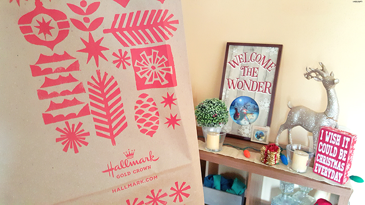 Love this little set up? Find out how you can make a super cute (and simple) DIY holiday card holder today! #Hallmark: https://ooh.li/3f728a0