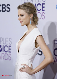 Taylor Swift Pictures in White Long Dress at People's Choice Awards  0002