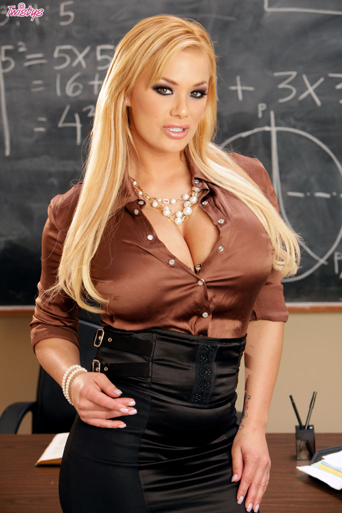 Blonde wench shawna lenee works that schlong 2