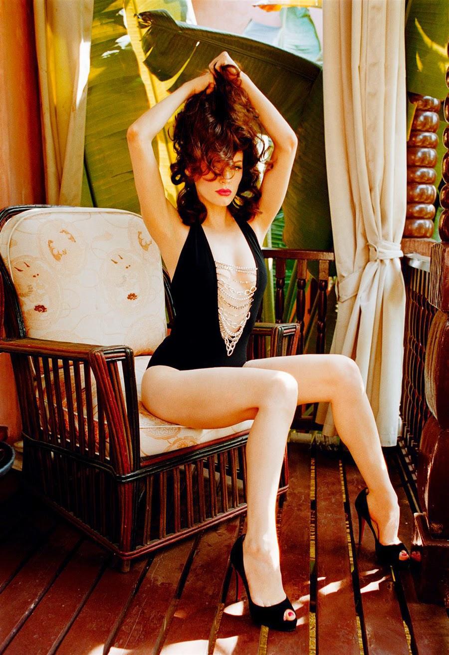 Rose McGowen sexy legs in black peep toe pumps