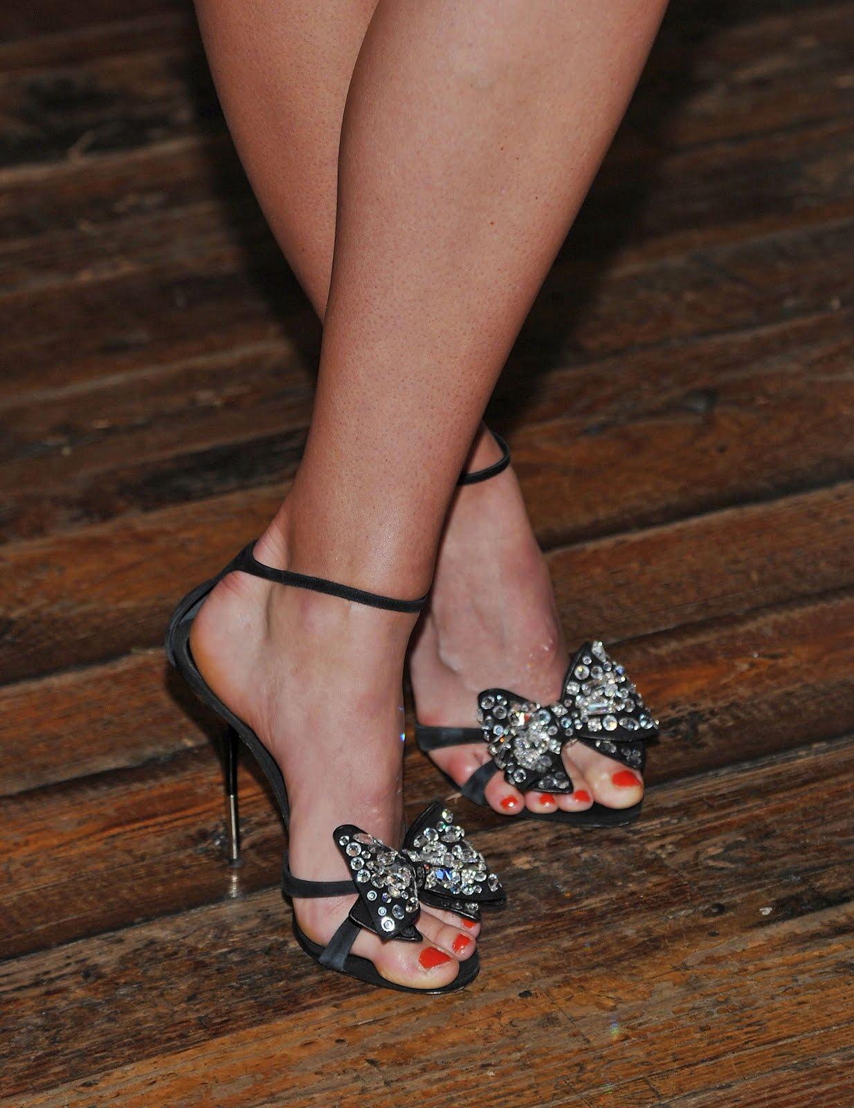 http://3.bp.blogspot.com/-ZYYdEJnZbwQ/UB9myddcx1I/AAAAAAAAAWE/RikaHU5lrLA/s1600/Maria_Sharapova_Feet_001.jpg