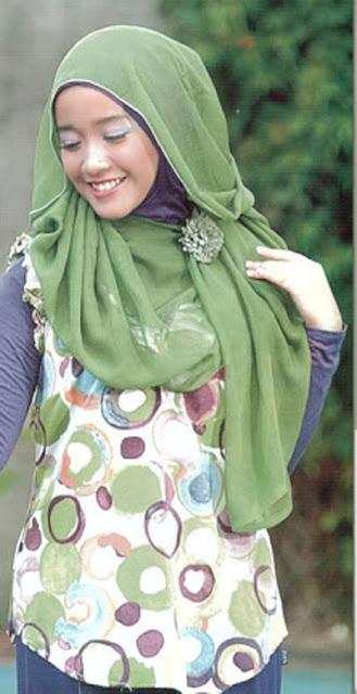 jilbab segi empat merupakan model jilbab yang bisa dibuat berbagai