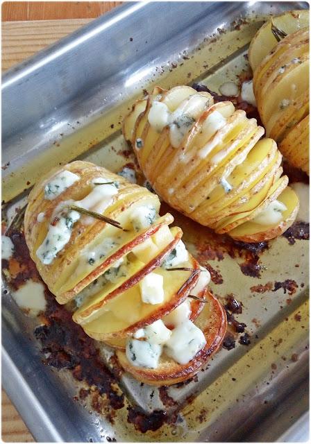 Patatas al horno con miel y quesos