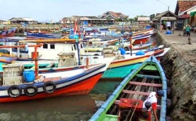 Penjualan ikan asin di pulau pasaran