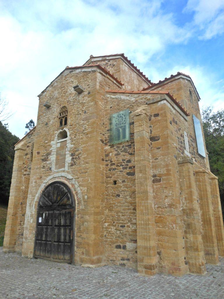 Oviedo monte Naranco San Miguel de Lillo