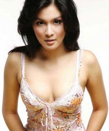 Sandra_Dewi_02.jpg