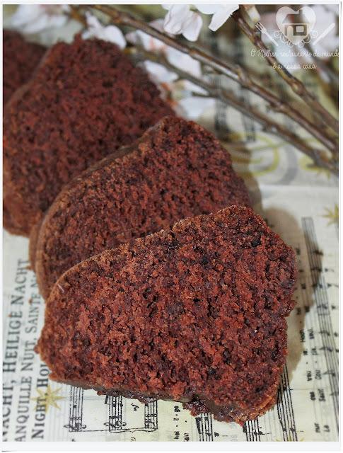 Bolo de chocolate sem ovos prático de preparar