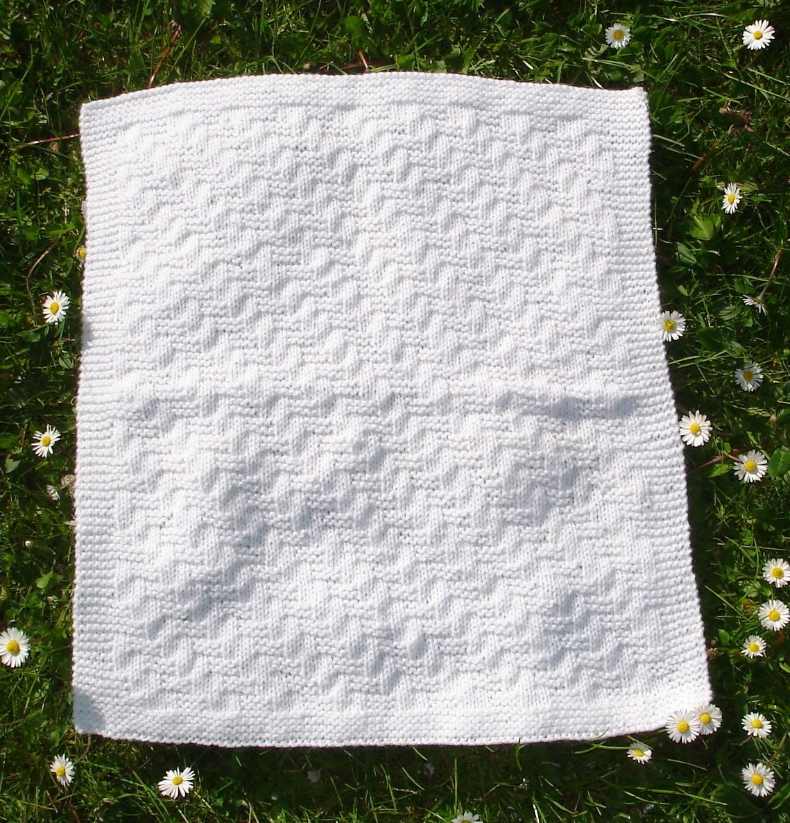 Knitting Pattern For Premature Baby Blanket : mariannas lazy daisy days: Premature Baby Blankets