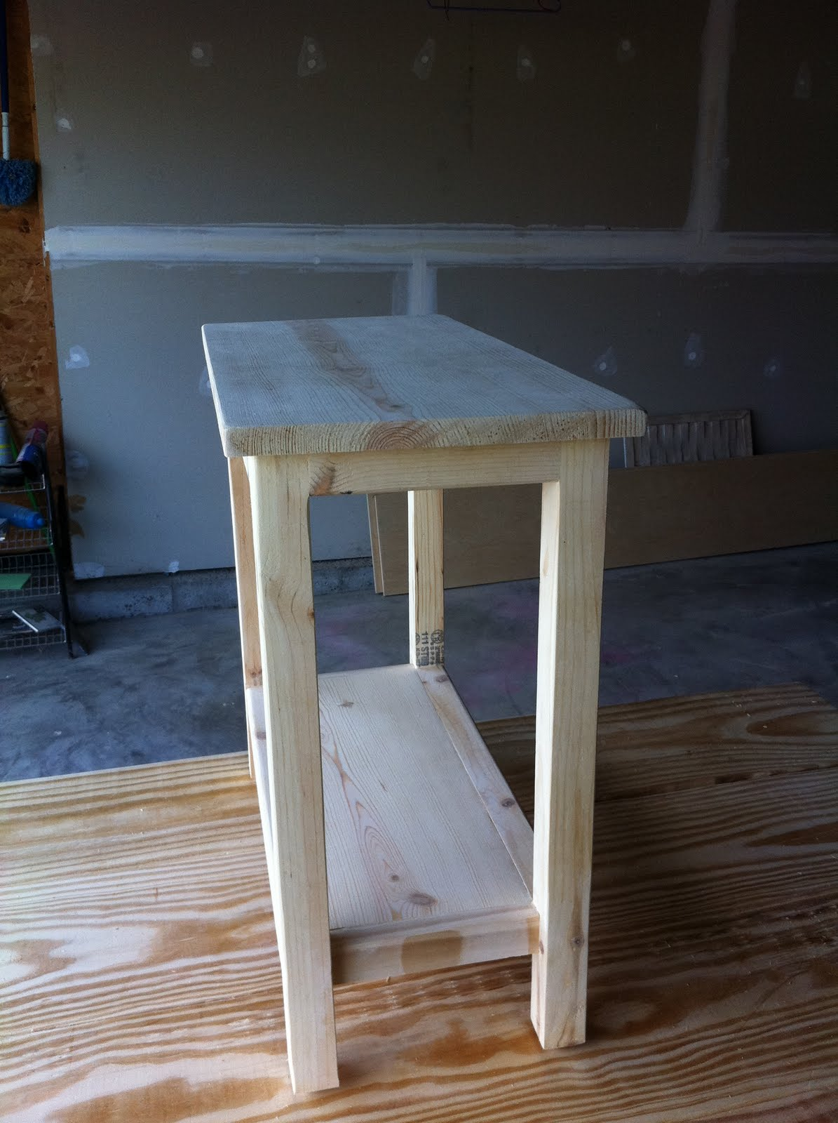 the quaint cottage diy simple end table for small spaces. Black Bedroom Furniture Sets. Home Design Ideas