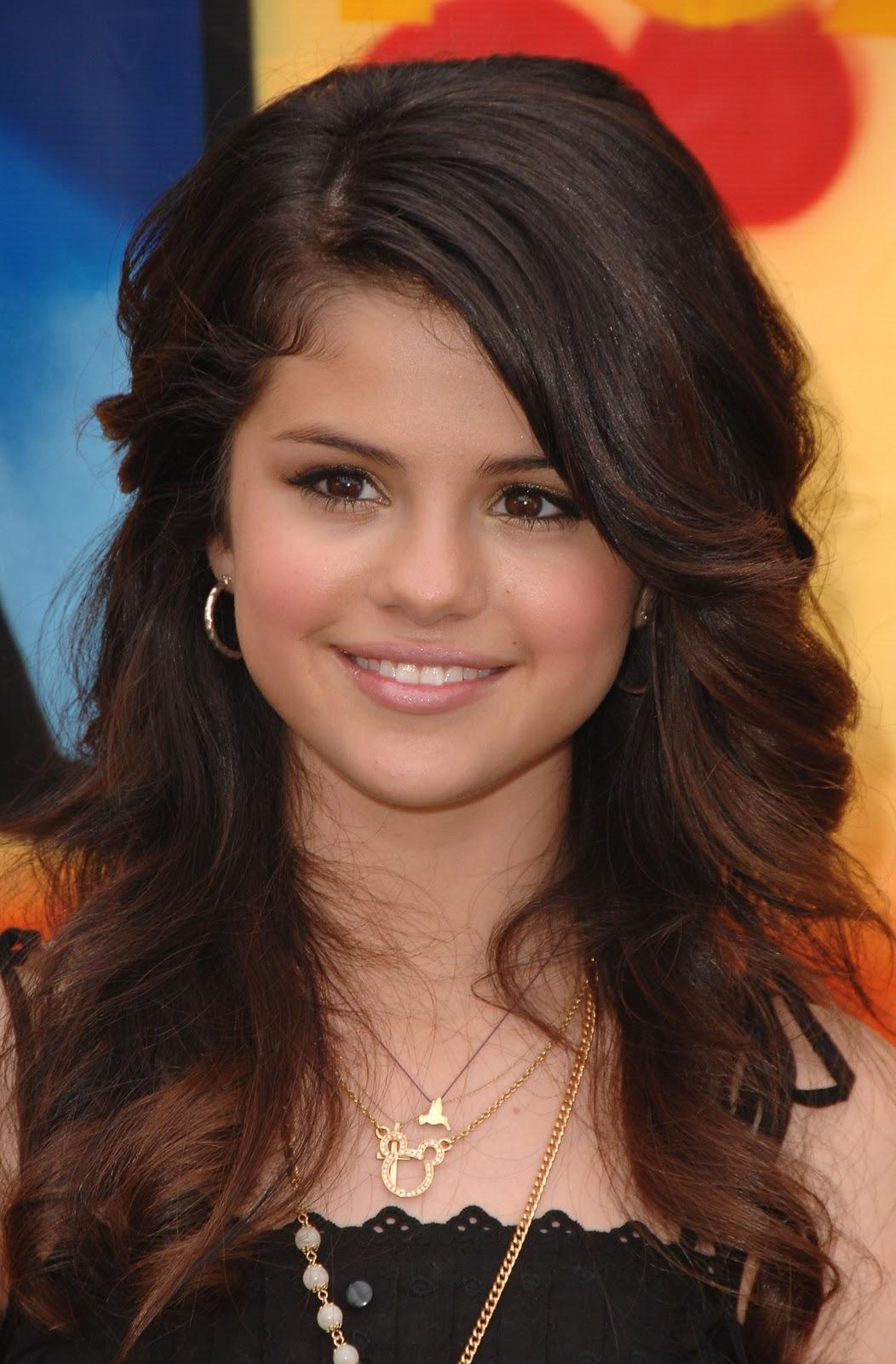 http://3.bp.blogspot.com/-ZZlABMCYQNk/TrMJn8tuFUI/AAAAAAAAC_E/Ss8N-Mlxeg0/s1600/selena+gomez+hairstyles+%25281%2529.jpg
