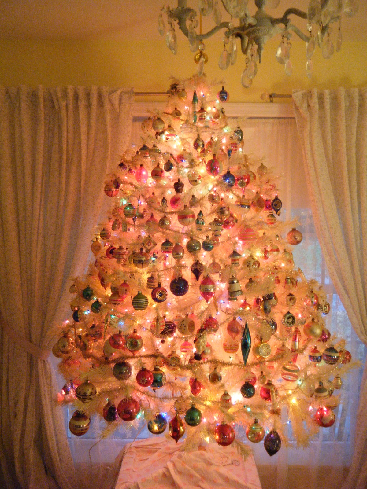 i really want to enter a picture in the country living pinterest christmas tree thingbut i do not have time to be a good photographer right now - Bubble Light Christmas Tree