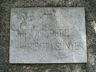 Placa recordatòria del lloc d'enterrament de Mossèn Pere Ribot