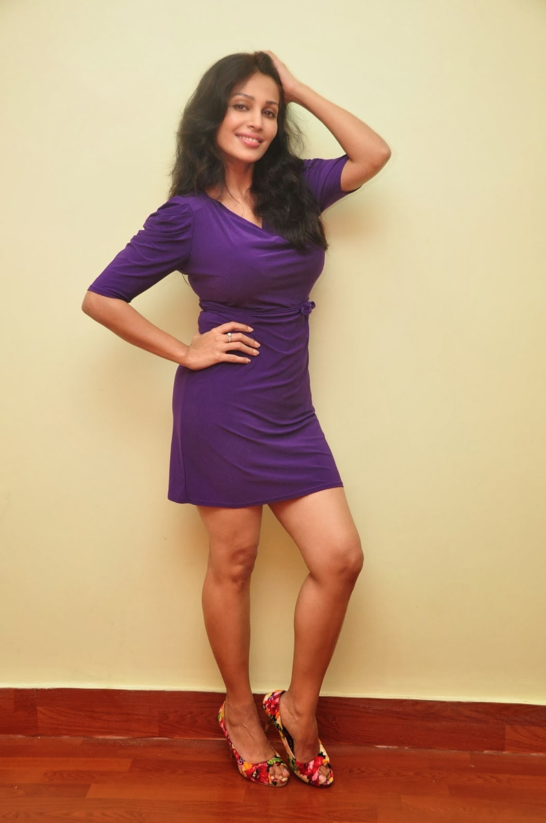 Asha Saini hot saree stills | celebrity kemratak: Asha ...