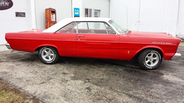 1965_Ford_Galaxie_500_XL_restored